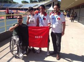 medalhista com tibério 270x201 - Paraíba já coleciona 40 medalhas nas Paralimpíadas Escolares 2013