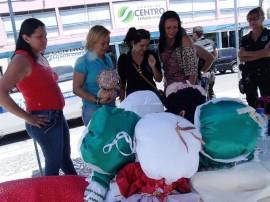 seap artesanato com bonecas recebe elogios de cliente em cg 1 270x202 - Bonecas produzidas por internas do presídio feminino atraem público em Campina