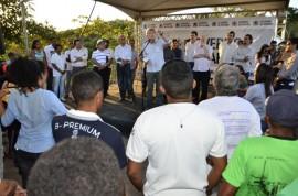 07.12.13 RICARDO QUILOMBOLAS 10 2 270x178 - Ricardo entrega benefícios para 300 famílias quilombolas em Areia