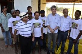 07.12.13 RICARDO QUILOMBOLAS 6 1 270x178 - Ricardo entrega benefícios para 300 famílias quilombolas em Areia