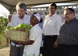 07.12.13 RICARDO QUILOMBOLAS 7 1 270x192 - Ricardo entrega benefícios para 300 famílias quilombolas em Areia