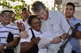 07.12.13 RICARDO QUILOMBOLAS 9 1 270x178 - Ricardo entrega benefícios para 300 famílias quilombolas em Areia