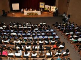 10.12.13 ricardo cg 3 270x202 - Ricardo entrega certificados a 400 formandos de cursos profissionalizantes