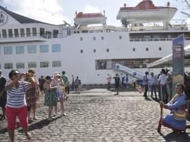 13.12.13 Turista desembarca no porto fotos joao francisco 5 270x202 - Turistas chegam em cruzeiro para conhecer o Destino Paraíba