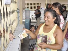 2riacho do poco abono familia foto walter rafael 1 270x202 - Governo inicia pagamento do abono do Bolsa Família em 28 municípios