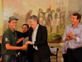 ENTREGA DE MOTOS E CHEQUES 31 270x202 - Ricardo entrega motos e anuncia benefícios para agricultura familiar