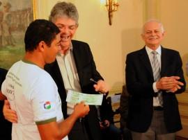 ENTREGA DE MOTOS E CHEQUES 4 270x202 - Ricardo entrega motos e anuncia benefícios para agricultura familiar