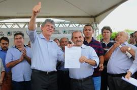 PACTO SOCIAL UIRAUNA PREFEITO JOÃO BOSCO 81 270x179 - Ricardo assina convênios do Pacto Social da região de Sousa