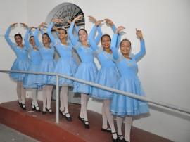 ceart semana de arte exposicao e danca foto walter rafael 133 270x202 - Show de Escurinho encerra Semana de Arte no Mosteiro de São Bento