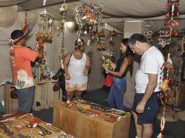 indio salao foto walter rafael 2 270x202 - Turistas e pessoenses vão às compras de Natal no Salão de Artesanato