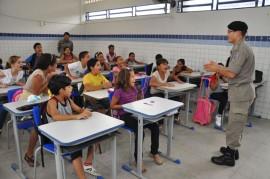 pm realiza aula do proerd foto kleide teixeira 16 270x179 - Programa contra as drogas forma mais de 18 mil alunos em 2013 na Paraíba