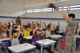 pm realiza aula do proerd foto kleide teixeira 33 270x179 - Programa contra as drogas forma mais de 18 mil alunos em 2013 na Paraíba