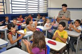 pm realiza aula do proerd foto kleide teixeira 47 270x179 - Programa contra as drogas forma mais de 18 mil alunos em 2013 na Paraíba