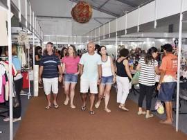 publico salao foto walter rafael 8 270x202 - Turistas e pessoenses vão às compras de Natal no Salão de Artesanato