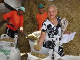31.07.12 ricardo entrega racao animal sousa foto alberi pontes 581 270x202 - Governo distribui 39 mil toneladas de ração animal na Paraíba
