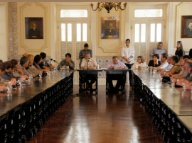 FALA GOVERNADOR 21 270x202 - Reajuste da segurança e educação varia entre 10% e 13,57%