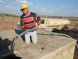 carro pipa foto secom pb 11 270x202 - Governo reforça ações emergenciais de convívio com a estiagem