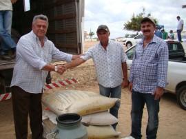 emater governo distribuicao de racao animal 21 270x202 - Governo investe em ação para minimizar a escassez de alimento animal