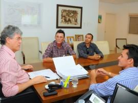 ricardo PREFEITO CASSERENGUE foto jose marques 1 270x202 - Ricardo discute doação de ambulância e investimentos em Casserengue