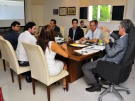 ricardo com empresario portugues foto francisco frança 19 270x202 - Ricardo se reúne com portugueses e PB deve ganhar nova empresa