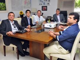ricardo com empresario portugues foto francisco frança 21 270x202 - Ricardo se reúne com portugueses e PB deve ganhar nova empresa