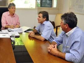 ricardo prefeito de pedras e fogo foto francisco franca 270x202 - Ricardo discute investimentos para cidades da Zona da Mata e Agreste