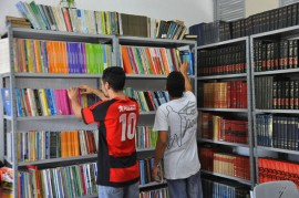 05.02.14 leitura nos presdios biblioteca 43 270x179 - Governo desenvolve ressocialização através da leitura nos presídios