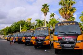 17.02.14 onibus fotos jose marques 21 270x180 - Governo entrega 162 ônibus e investe R$ 88 milhões em transporte escolar