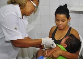 26.02.14 vacinacao sarampo fotos walter rafael 13 270x192 - Governo inicia campanha de vacinação emergencial contra sarampo