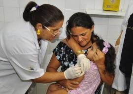 26.02.14 vacinacao sarampo fotos walter rafael 181 270x192 - Governo inicia campanha de vacinação emergencial contra sarampo