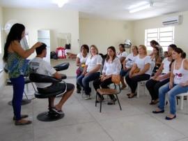 CSU MANDACARU FOTOS LUCIANA BESSA 14 270x202 - CSU de Mandacaru e do Geisel oferecem cursos profissionalizantes e atividades para crianças