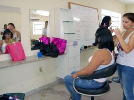 CSU MANDACARU FOTOS LUCIANA BESSA 2 270x202 - CSU de Mandacaru e do Geisel oferecem cursos profissionalizantes e atividades para crianças