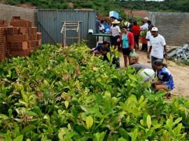 agricutores de matureia recebem mudas de arvores frutiferas pela emater 2 270x202 - Governo entrega mudas de frutíferas a agricultores de Matureia