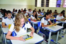 liceu alunos e professores com tablets foto vanivaldo ferreira 381 270x179 - Programa vai combater distorção idade-série de 44 mil alunos na Paraíba