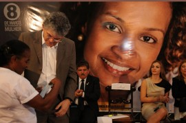8 DE MARÇO 3 270x179 - Ricardo lança campanha, entrega créditos e aparelhos do SOS Mulher