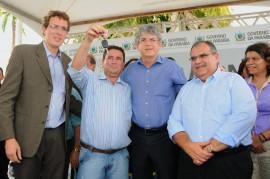 ENTREGA DE AMBULÂNCIA 81 270x179 - Ricardo entrega ambulâncias que vão beneficiar 300 mil paraibanos