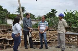Visita de Deusdeste Construção de reservatório em Mamanguape Foto Waldeir Cabral 1 270x179 - Governo investe R$ 30 milhões na ampliação do sistema de abastecimento de água