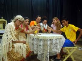 adorável família 270x202 - Dia Mundial do Teatro e Nacional do Circo é comemorado em dez cidades