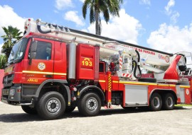 bombeiros viaturas com escada magiro foto walter rafael 18 270x191 - Viaturas mais modernas do Brasil chegam ao Corpo de Bombeiros