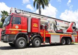 bombeiros viaturas com escada magiro foto walter rafael 181 270x191 - Ricardo entrega viaturas mais modernas ao Corpo de Bombeiros