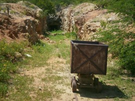 estudantes staluzia4 270x202 - Professores do curso de Mineração visitam mina escola em Santa Luzia