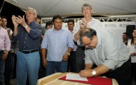 CAIÇARA 19 270x168 - Governo investe R$ 3,9 milhões em adutora e garante água no Brejo