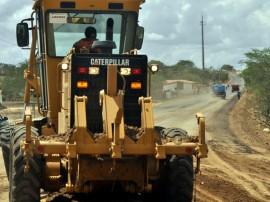 DER estrada catole de ze pereira campina grande ja recebe asfalto foto claudio goes 16 270x202 - Governo do Estado recupera estradas na região de Campina Grande