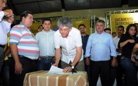 OD PATOS 14 270x168 - Ricardo autoriza obras, assina protocolos e libera créditos em Patos