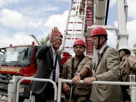 ricardo em viatura magirus do bombeiro foto roberto guedes 2 270x202 - Ricardo entrega viatura com capacidade de atender prédios de até 50 andares