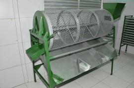 03.05.14 equipamentos benificiamento de castanhas fotos alberi pontes 270x178 - Cooperar entrega equipamentos a produtores de Dona Inês e Tacima