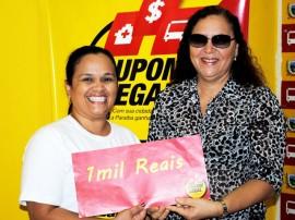 Foto entrega de prêmio do Cupom Legal Josinalda 270x202 - Cupom Legal entrega 16 prêmios e divulga ganhadores do sorteio semanal