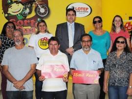 Foto entrega de prêmio do Cupom Legal ganhadores2 270x202 - Cupom Legal entrega 16 prêmios e divulga ganhadores do sorteio semanal