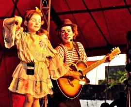 Los Iranzi 2 270x221 - Programação de sábado do Circuito Cultural tem recital, circo e música