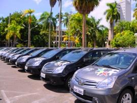 PACTO SOCIAL ENTREGA DE VEICULOS 4 270x202 - Governo do Estado entrega veículos utilitários do Pacto Pelo Desenvolvimento Social